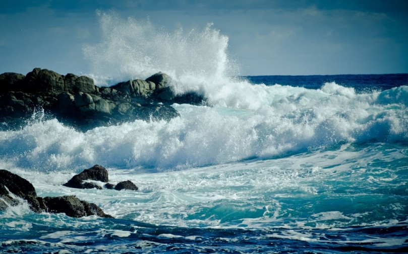 Awesome-Waves-Wallpaper-Widescreen-81235-1024x640