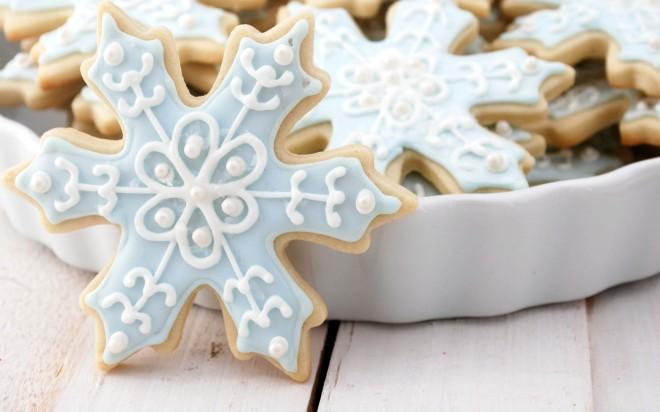 6806199-pretty-christmas-cookies-wallpaper