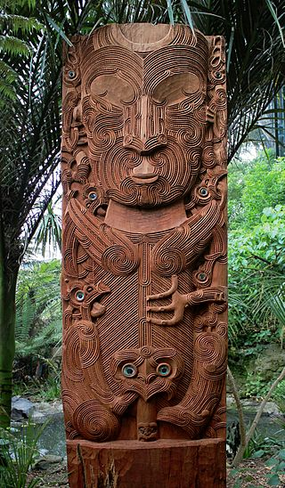 Carving_of_Tane_nui_a_Rangi,_at_Auckland_Zoo
