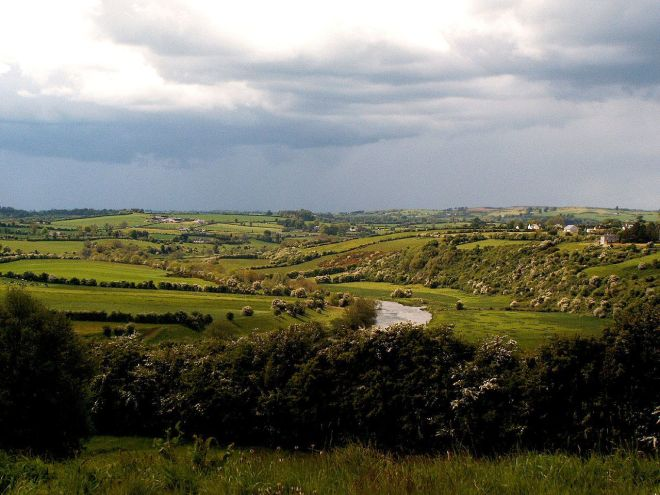 1280px-Valley_of_the_river_Boyne